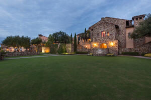Bella-Collina-Clubhouse-Grand-Lawn