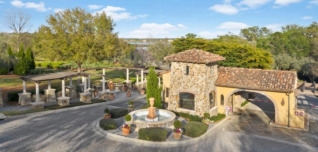 Bella Collina Entrance